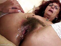膣の美しさで鶏のクローズアップ 女性 専用 エロ 動画