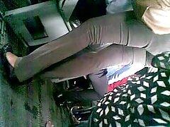 熱い関係の男とともに足の長い エロ い 女性 の 動画