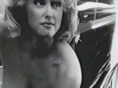 彼のガールフレンドの違反を吸って精液を嚥下する赤毛の女の子の入れ墨 女性 に 優しい 無料 エロ 動画