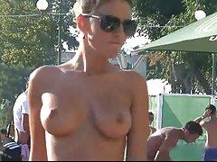 ジムでアスリートの胸にしがみつくトレーニングサングラス 女性 えっち 動画