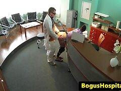 寮の異なる位置であなたをファックするのを待つことができないロシアの学生 無料 無 修正 女 教師