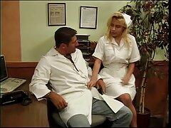 脂肪のブロンドは男に弄大きなお尻を可能にします 無料 エロ 動画 女性 も 安心