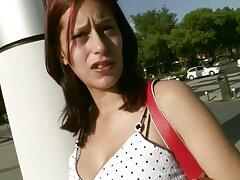 Orgasmかわいい女の子と鶏に彼女のお尻 女 エロ 動画