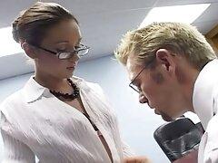 囚人たちは若い医者を捕まえました。 アダルト サイト 女性