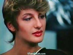 赤いドレスの美しさは、バーであなたのお尻を吸います え 動画 女