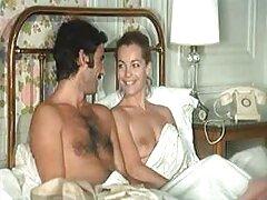女の子は男性のためのうれしい驚きを計画しています 熱 女 動画