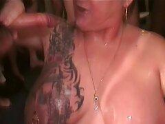 三人は巨乳の女の子を引っ張ります 女 同士 で セックス 動画