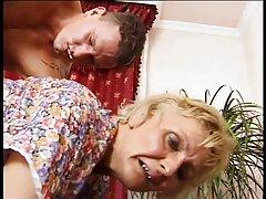 Groupenレズビアンは、女の子の美しさを持つ成熟した女性です 女性 専用 エロ 動画